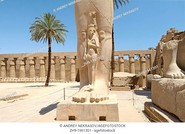 Statue of Ramses II with his daughter Meritamen, Karnak Temple Complex, Luxor (Thebes), Egypt, Africa