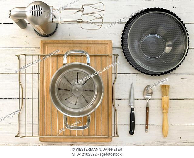 Kitchen equipment needed for the preparation of a fruit cake with cream