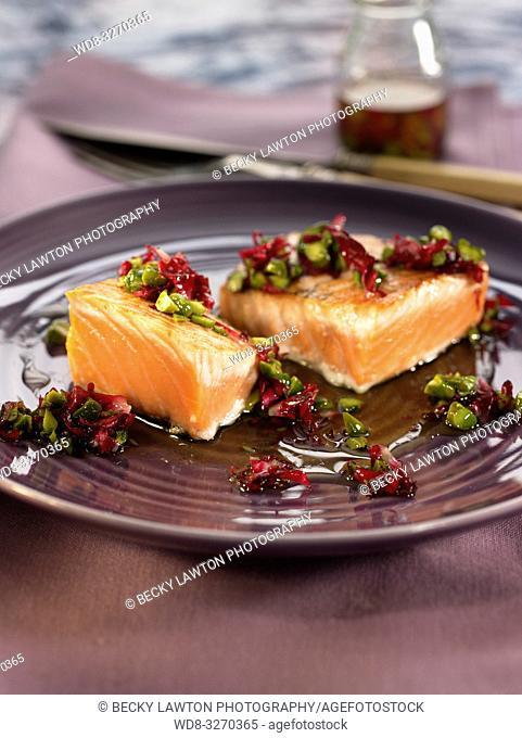 salmon con rosas y pistachos