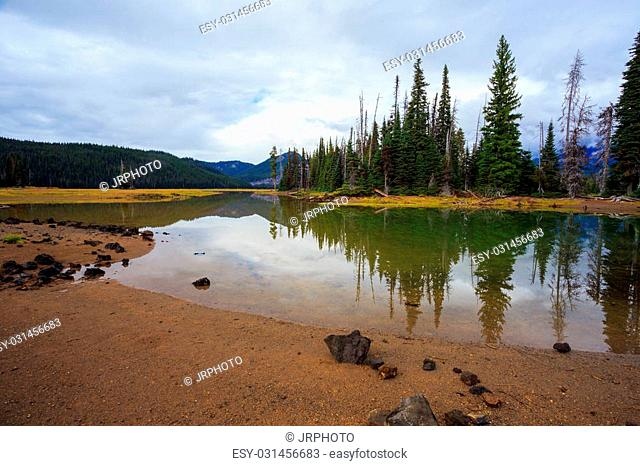 Sparks Lake located in the Central Oregon wilderness near the Three Sisters mountains and Broken Top near Bend