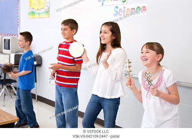 USA, Illinois, Metamora, Schoolchildren 8-9, 10-11 playing music in classroom