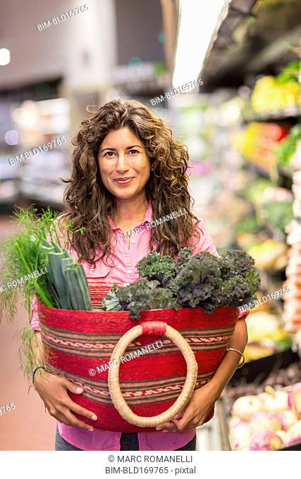 Hispanic woman shopping at grocery store