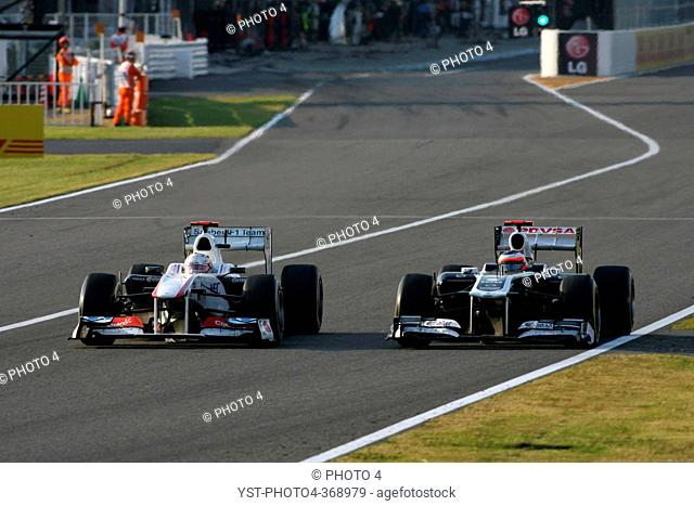 Race, Kamui Kobayashi JAP, Sauber F1 Team C30 and Rubens Barrichello BRA, Williams FW33, F1, Japanese Grand Prix, Suzuka, Japan