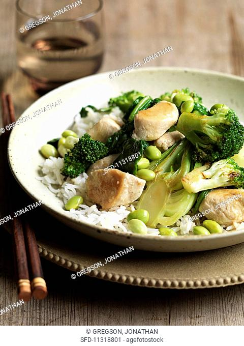 Green vegetables in a ginger, garlic and chilli sauce with chicken on a bed of rice