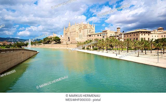 Spain, Balearic Islands, Mallorca, Palma, View of La Seu Cathedral