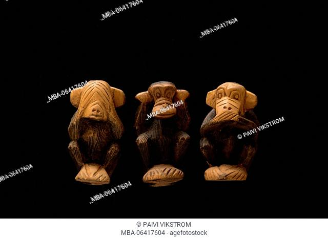 ape,character,concept,evil,hear,icon,Japan,japanese,mute,see,speak,statues,story,symbol,three,three wise monkeys,wisdom,wooden statue,black background,cut-out