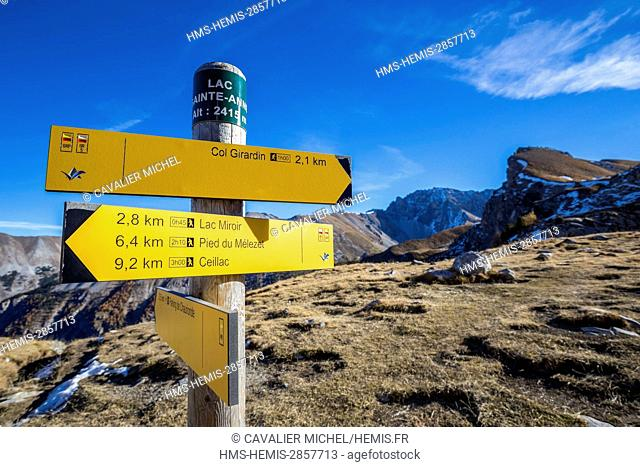 France, Hautes Alpes, regional natural reserve of Queyras, Ceillac, panels of orientation on the GR 5 on the lake saint Anne (2415m)