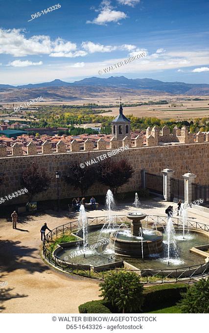 Spain, Castilla y Leon Region, Avila Province, Avila, Plaza Adolfo Suarez, elevated view of fountain