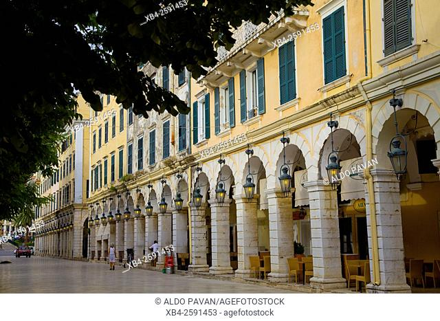 Liston street, arched colonnade lined with cafes on the edge of the Spianada (Esplanade), Kerkira, Corfu island, Greece