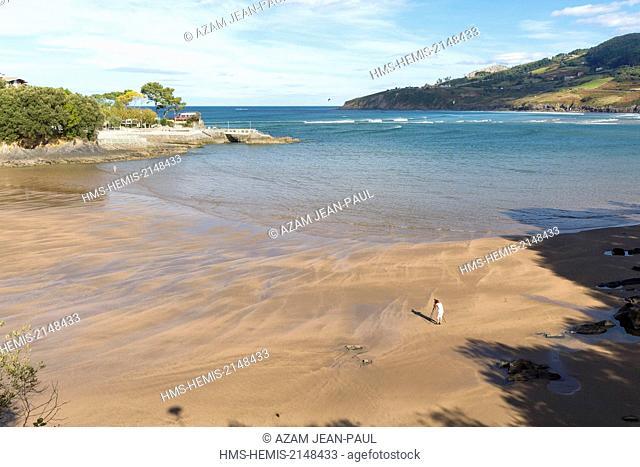 Spain, Vizcaya Province, Basque Country, Mundaka, the beach and the Gernika estuary