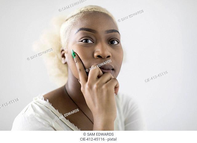 Portrait confident, serious young woman