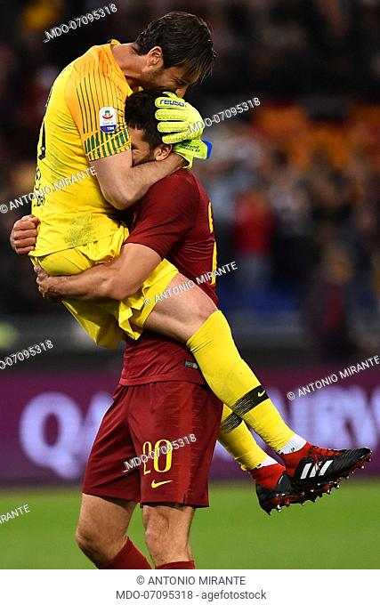 Roma football player Antonio Mirante and Federico Fazio during the match Roma-Juventus at the Olimpic Stadium. Rome (Italy), May 12th, 2019