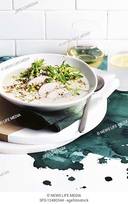 Creamy cauliflower soup with chicken