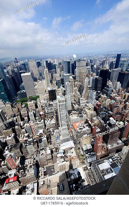 United States, New York City, Manhattan, View from the Empire State Building over Manhattan