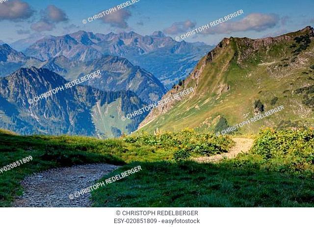 Geschlungener Bergweg