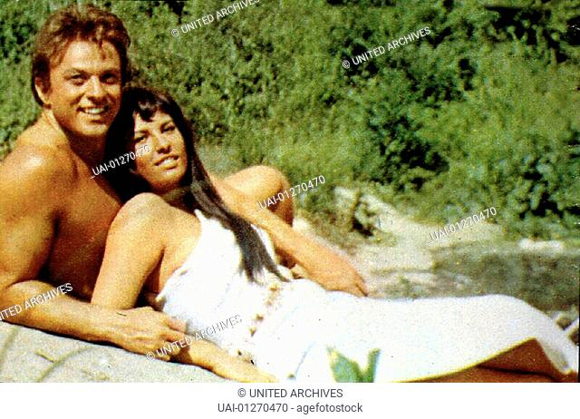 Mark Forest, Anna Maria Pace Hercules (Mark Forest) verliebt sich in die Prinzessin Yamara (Anna Maria Pace). *** Local Caption *** 1964