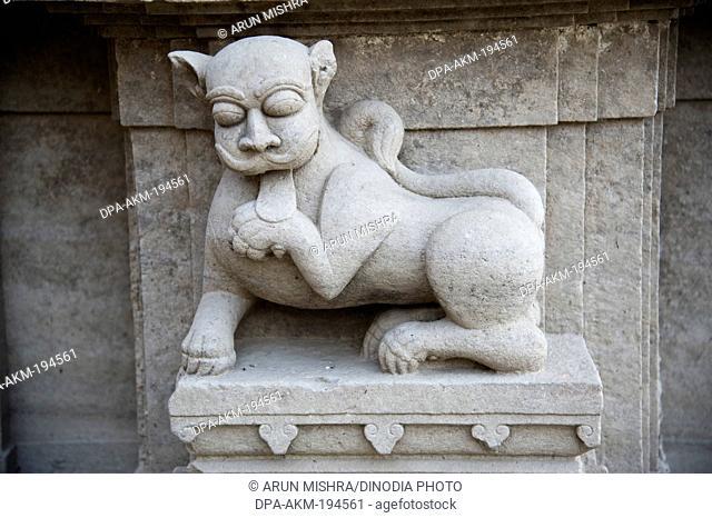 Lion statue kashi karvat temple, varanasi, uttar pradesh, india, asia