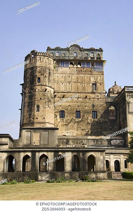 Exterior view of Sheesh Mahal, now converted into a hotel, Orchha, Tikamgarh District, Madhya Pradesh, India