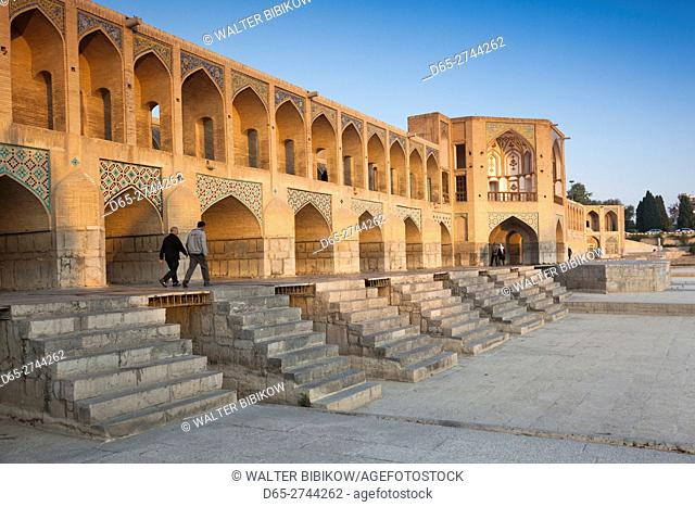 Iran, Central Iran, Esfahan, Khaju Bridge, dawn