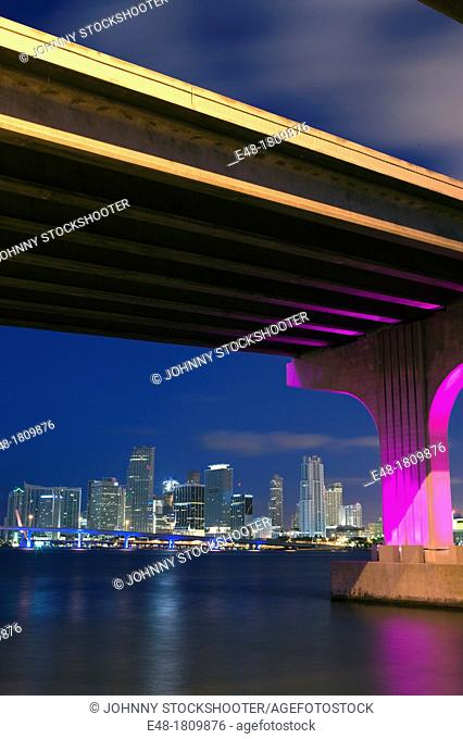 CRUISE SHIP PORT OF MIAMI MAC ARTHUR  CAUSEWAY DOWNTOWN SKYLINE MIAMI FLORIDA USA