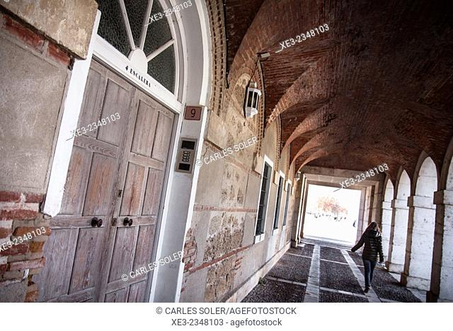 Turista paseando por Aranjuez
