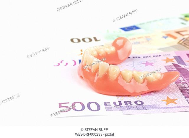 Dentures on Euro notes
