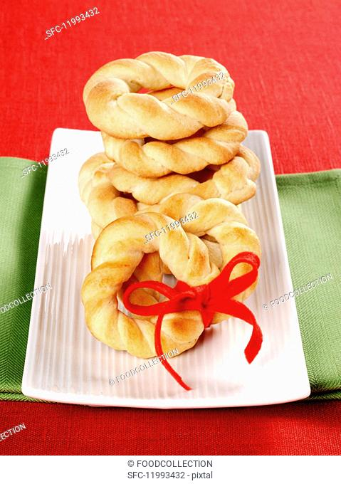 Ciambelle al latte (sweet ring-shaped milk pastries from Italy)