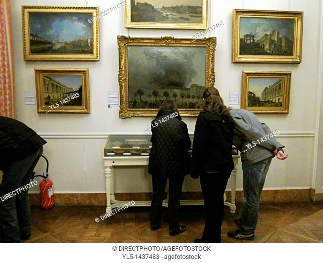 Paris, France, People Visiting Musee Carnavalet, Musee de l'Histoire, City of Paris Museum, Musees des Nuit