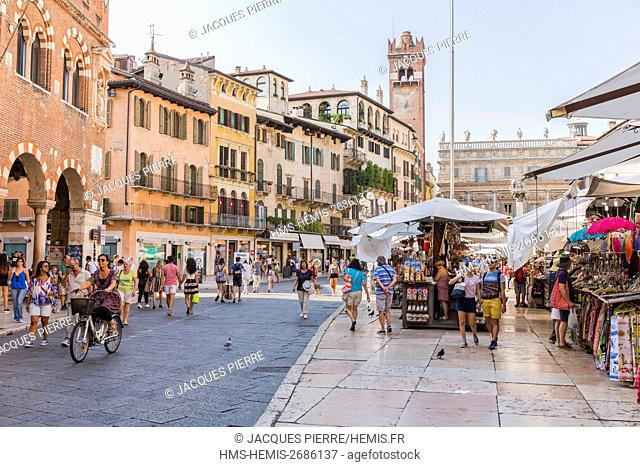 Italy, Veneto, Verona, listed as World Heritage by UNESCO, Piazza Erbe, the market with a view of the Casa dei Mercanti, the Torre del Gardello and the Palazzo...