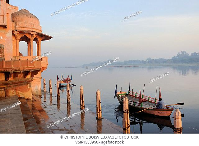 India, Uttar Pradesh, Mathura, Early morning on the banks of the Yamuna