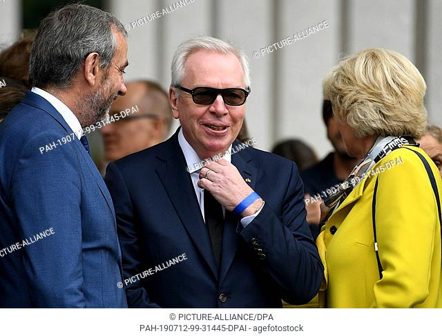 12 July 2019, Berlin: Hermann Parzinger (l-r), President of the Prussian Cultural Heritage Foundation, David Chipperfield, Architect, and Monika Grütters (CDU)
