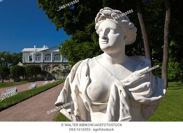 Russia, Saint Petersburg, Pushkin-Tsarskoye Selo, palace grounds statue