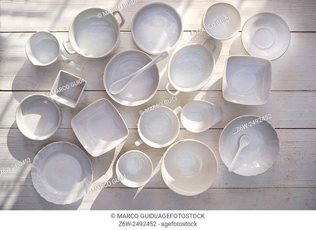 Series of small containers of various sizes for the kitchen