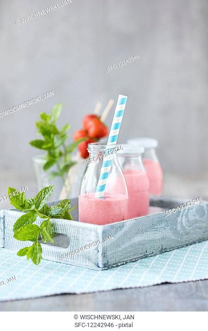 Strawberry smoothies with acai powder