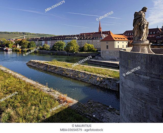 Statue, 'Alte Mainbrücke' (bridge), Main (river), Würzburg (city), Bavaria, Germany