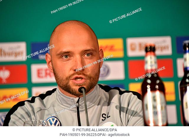 30 April 2019, North Rhine-Westphalia, Cologne: Football coach Stephan Lerch (Vfl Wolfsburg) at the press conference for the DFB Women's Cup Final which takes...