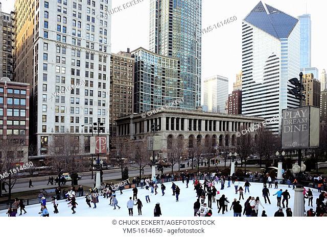 Park Grill, Millennium Park skating rink in Chicago  Michigan Avenue