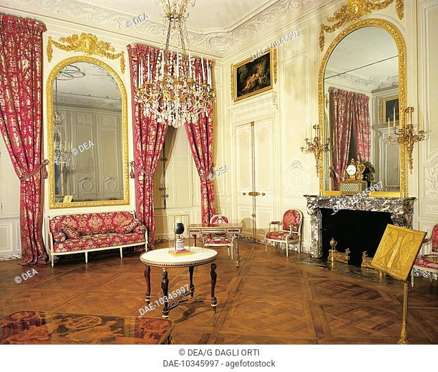 Petit Trianon, grand salon or music room, Palace of Versailles (UNESCO World Heritage List, 1979). France, 18th century