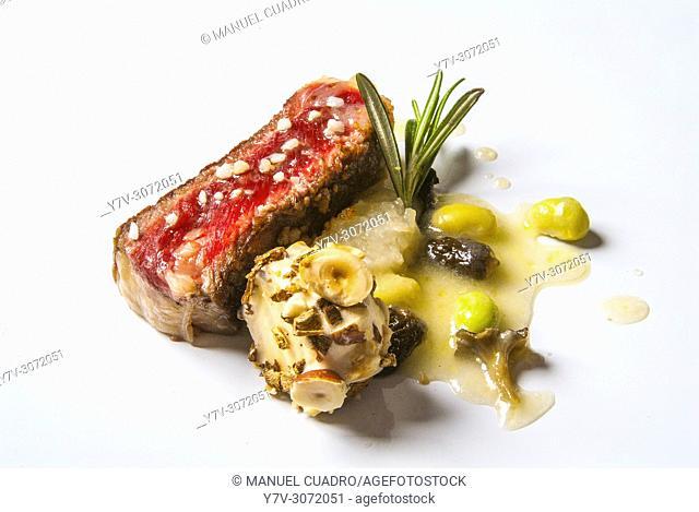 Plato de Taco de buey con hongos. Restaurante Andra Mari, Galdacano, Biscay, Basque Country, Spain