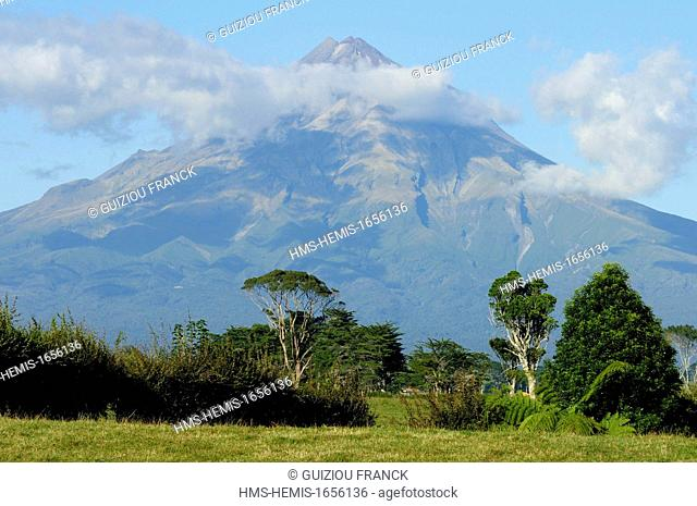 New Zealand, North Island, Egmont National Park, the Mount Taranaki is the largest andesitic stratovolcano in New Zealand