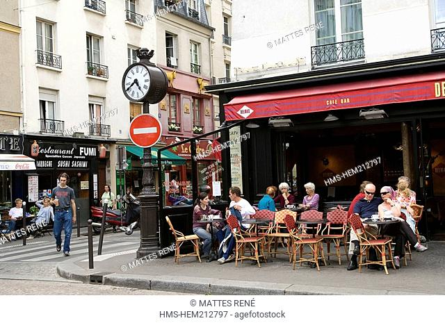 France, Paris, Mouffetard District, Place de la Contrescarpe