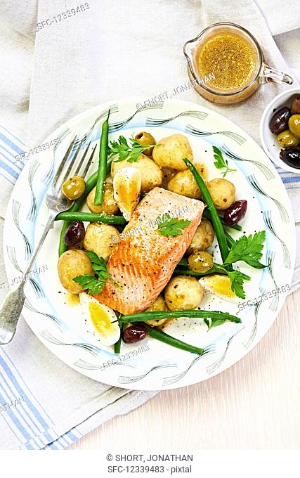 Warm niçoise salad with salmon