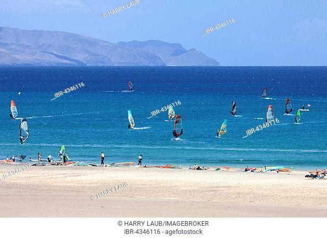 Windsurfers in the turquoise waters off the Playa Risco del Paso beach, Playa de Sotavento, Jandia, Fuerteventura, Canary Islands, Spain