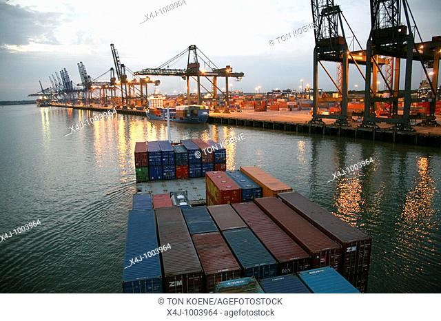 Loading of containers at Rotterdam port  majority of cargo is being transported by water  Not through loose cargo but packed in containers  Middel size ships...