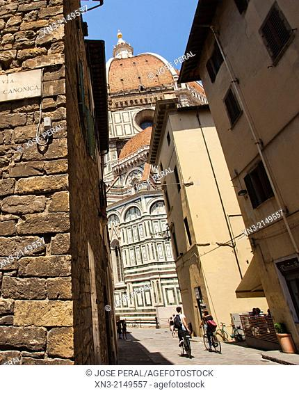 Via della Canonica, Basilica of Santa Maria del Fiore, Piazza del Duomo, Florence, Tuscany, Italy