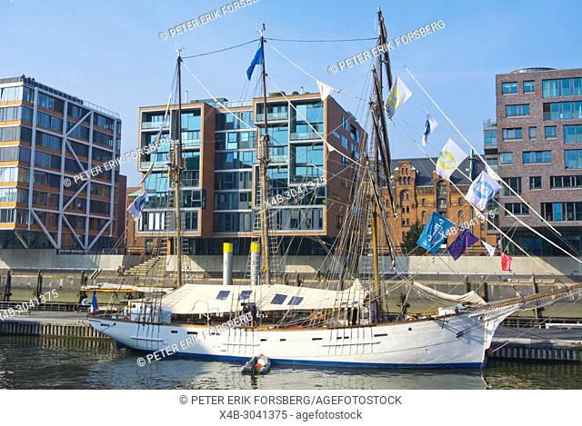 Lotsenschoner No. 5 Elbe, Sandtorhafen, HafenCity, Hamburg, Germany