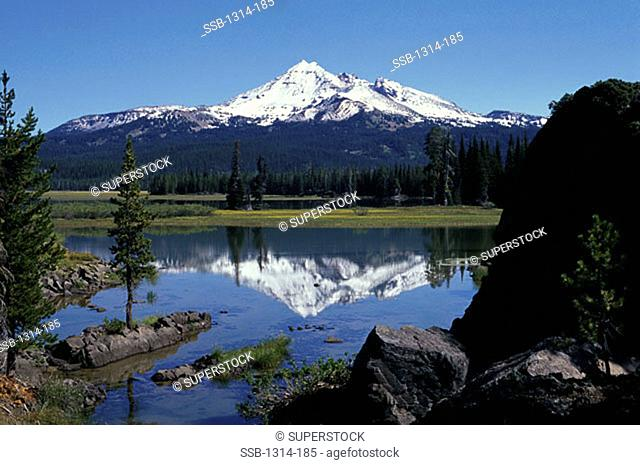 Sparks Lake Broken Top Volcano Oregon, USA