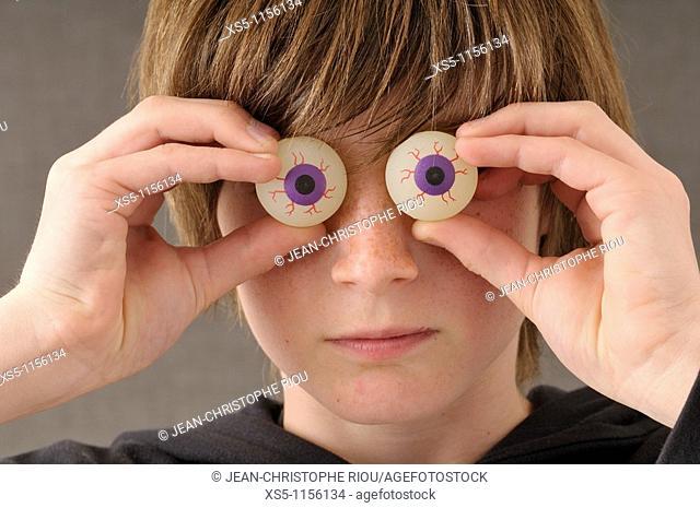 Plastic eyes