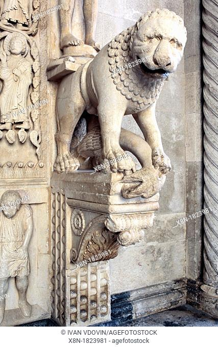 Romanesque portal by master sculptor Radovan 1240s, cathedral of St  Lawrence, Trogir, Dalmatia, Croatia