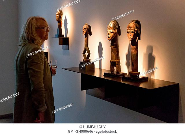 EXHIBITION OF PRIMITIVE ART AT THE DULON GALLERY, THE TSOGHO EXHIBITION, ICONS OF BWITI, SAINT-GERMAIN-DES-PRES, PARIS, FRANCE